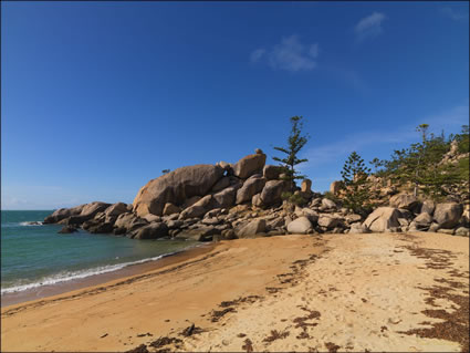 Arthur Bay - Magnetic Island SQ (PBH3 00 2449)