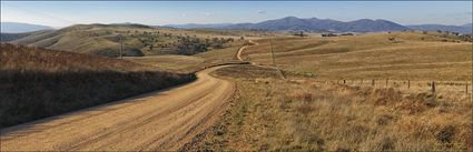 Country Road - Omeo - VIC (PBH4 00 14037)
