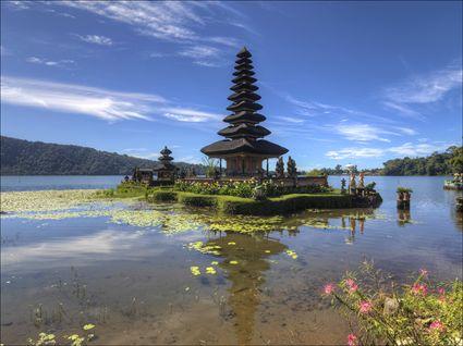 Temple on the Lake - Pura Ulun Danu Bratan - Bali SQ (PBH4 00 16591)